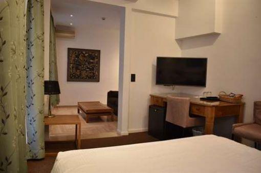 Room 201 - 1