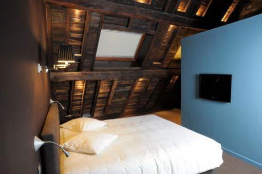 Room 208 - 1