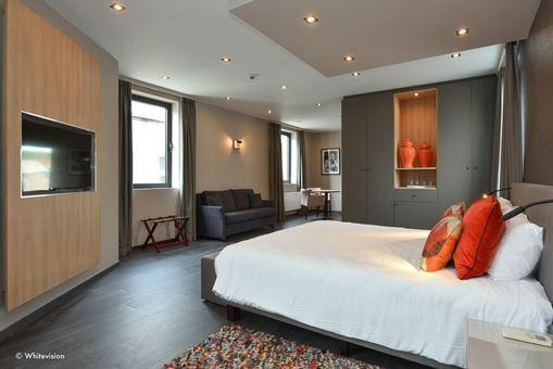 Room 600 - 2