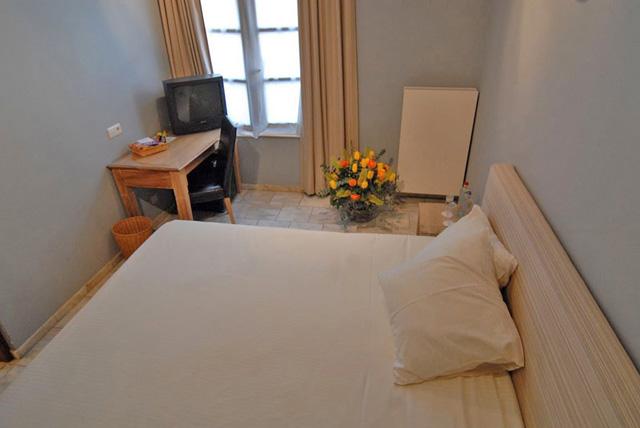 Chambres de 45 115 - Lit double petite chambre ...